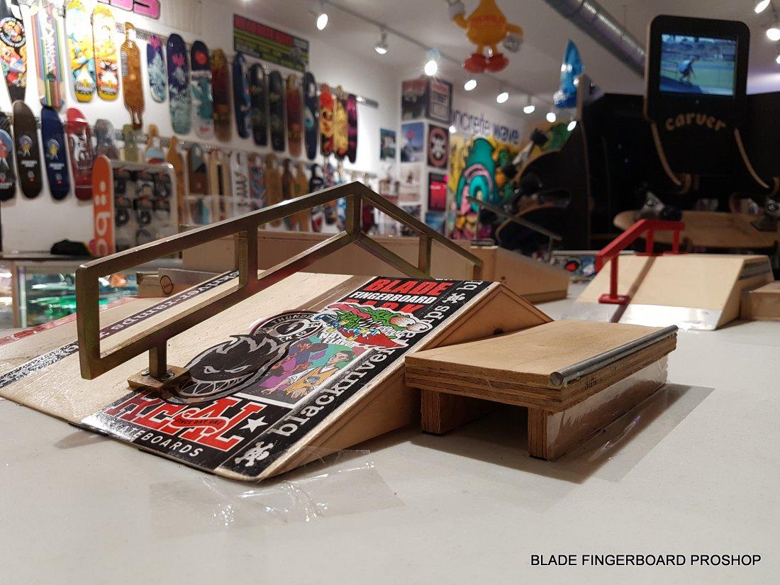 Blade-Fingerboard-Park-141851.jpg