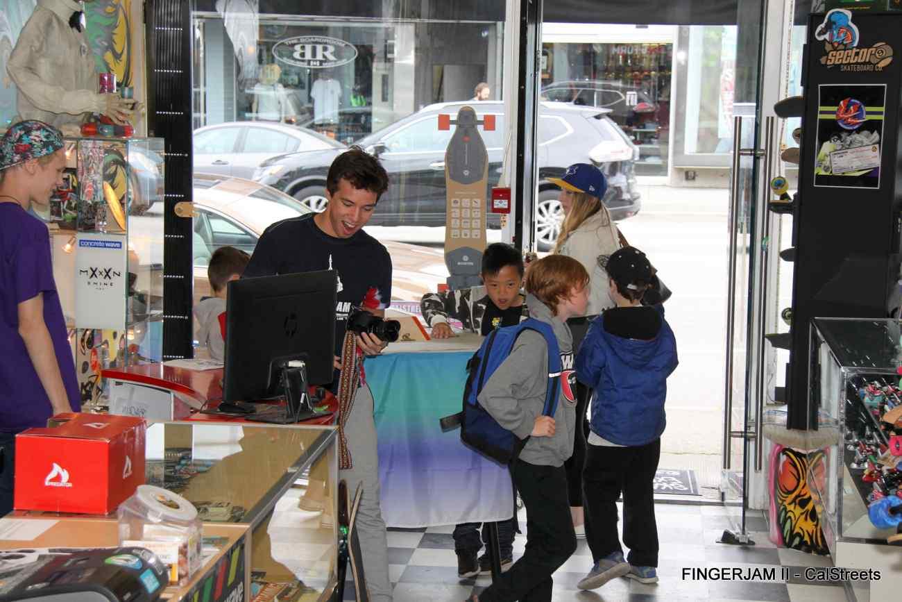 FINGERJAM-VANCOUVER-2016-FINGERBOARD-CALSTREETS047.jpg