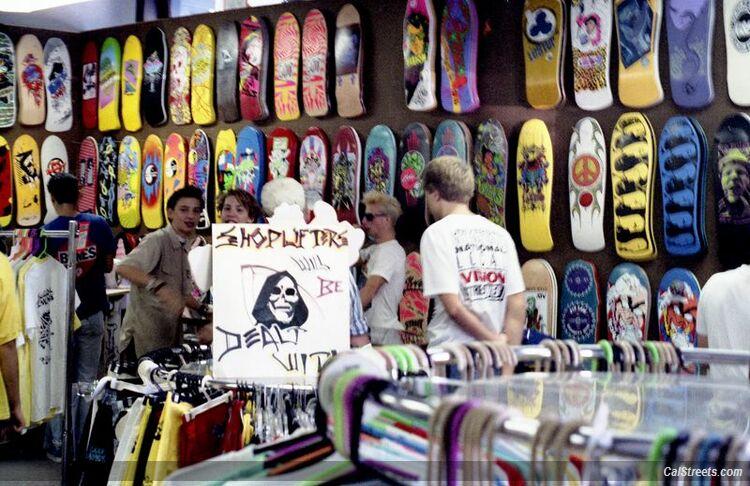 cal-streets-92-lonsdale-shoplifters-behind-sign.jpg
